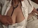 Enfermera se deja manosear de su jefe a cambio de un aumento